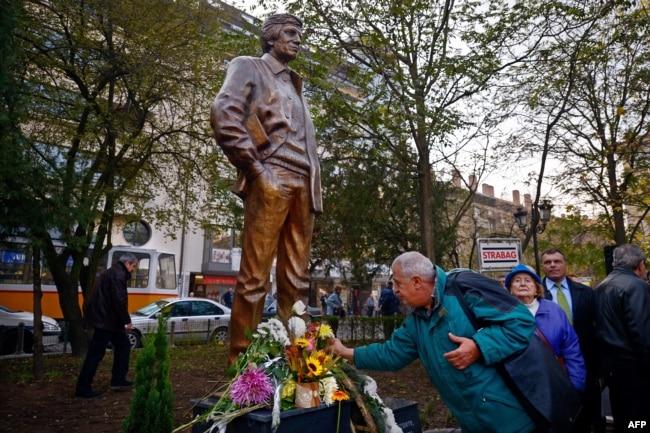 София. Памятник Георгию Маркову, отравленному в 1978 году