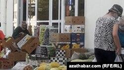 Azyk satýan hususy dükan, Türkmenistan, awgust, 2020