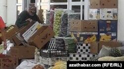 В магазинах Туркменистана еда есть, но она стала менее доступной из-за дороговизны. Ашгабат, август 2020 года.