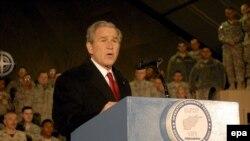 АКШ президенты Д.Буш Баграм базасында чыгыш ясый, 15 декабрь 2008 ел.