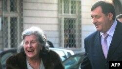 Milorad Dodik dočekao je Biljanu Plavšić po povratku iz Haga