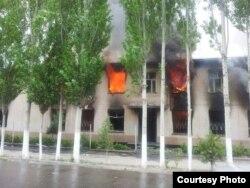 Дом, сожженный в результате столкновений в Хороге. 21 мая 2014 года.
