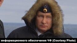 Владимир Путин на борту крейсера «Маршал Устинов»