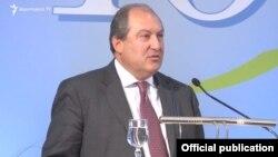 Посол Армении в Великобритании Армен Саргсян (архив)