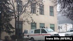 Sead Palić u klinički centar je primljen početkom marta zbog nesnosnih bolova i teškog disanja (na fotografiji vozilo Kliničkog centra u krugu klinke)