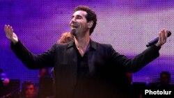 Armenia - U.S.-Armenian rock singer Serj Tankian gives a concert in Yerevan, 14Aug2011.