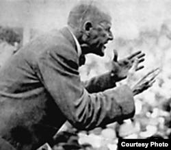 Юджин Дебс произносит свою знаменитую антивоенную речь на митинге в городе Кантон, штат Огайо. 16 июня 1918 года