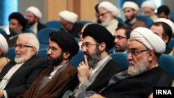 مجتبی خامنهای، نفر دوم از راست
