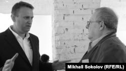 Aleksei Navalnîi cu Adam Michnik în 2015