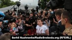 Надія Савченко прилетіла в Бориспіль, Київ, 25 травня 2016 року