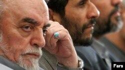 حبیبالله عسگراولادی در کنار محمود احمدینژاد، خرداد ۱۳۸۸