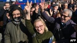 Թուրքիա - Սիլիվրիկալանավայրի մոտ հավաքվածները ողջունում են Օսման Քավալայի արդարացման վճիռը, Ստամբուլ, 18-ը փետրվարի, 2020թ.
