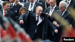 Vladimir Putin i Tomislav Nikolić na vojnoj paradi, Beograd, oktobar 2016