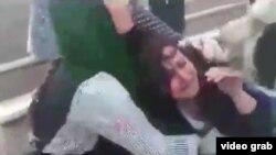 Kad policija 'kažnjava' Iranku bez hidžaba