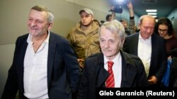 Ahtem Çiygoz ve İlmi Umerovnıñ Borispol halqara ava limanında qarşılap alınması, 2017 senesi oktâbr 27 künü