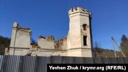 Развалины усадьбы графини Монжене в селе Пионерское Симферопольского района