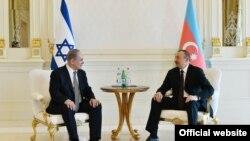İlham Əliyev (sağda) və Benjamin Netanyahu Bakıda, 2016-cı il