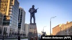 Mikhail Kalashnikov-un Moskvadakı abidəsi