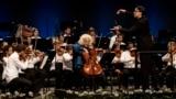 Миша Майский выступает с молодежным оркестром фестиваля в Вербье. 2019 год
