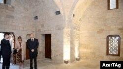 İlham Əliyev ilə Mehriban Əliyeva Şirvanşahlar Sarayı Kompleksində