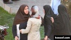 تظاهرات مسالمت آمیز زنان برای برابری حقوق با مردان، بارها در ایران سرکوب شده است. (عکس: کسوف)