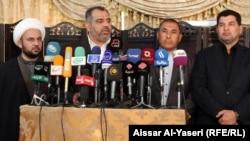 الثاني من اليسار مسؤول المكتب السياسي لحركة أهل الحق عدنان الفيحان