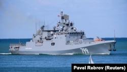 Российский фрегат «Адмирал Макаров» в Севастополе