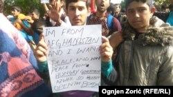 """""""Otvorite granice"""", poruka na brojnim transparentima izbeglica"""