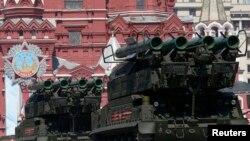 Ruski Buk-M2 raketni sistem PVO tipa (na vojnoj paradi u Moskvi, ilustracija)