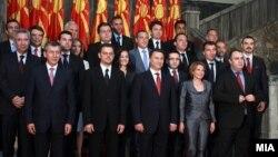 Владата да не се задолжува од домашни извори, туку од странство за да останат повеќе пари за фирмите во Македонија, бара Стопанската комора.