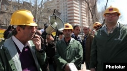 Armenia - Prominent campaigners demonstrate against kiosk construction in Yerevan's Mashtots Park, 4Apr2012.