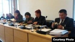Кыргызстандан барган делегация Адам укугун коргоо комитетинде отчет берүүдө. (Укук коргоочу Дмитрий Кабактын сүрөтү)