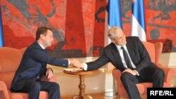 Dmirtij Medvedev (levo), bivši predsednik Rusije i Boris Tadić (desno), nekadašnji predsednik Srbije, potpisnici krovnog sporazuma o energetskoj saradnji Rusije i Srbije, prilikom susreta u Beogradu 20. oktobra 2009.