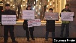 Участники пикетов, прошедших в Петербурге 12 декабря