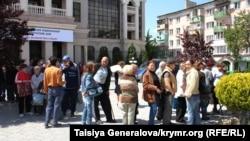 Черга перед Фондом захисту вкладників у Сімферополі, травень 2014 року