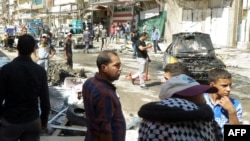 На месте взрыва в Багдаде. 28 августа 2013 года.