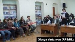 «Всем встать, суд идет!», - этим традиционным призывом сегодня был открыт судебный процесс по делу о депортации чеченского и ингушского народов в 40х годах прошлого века