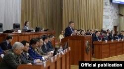 Президент Сооронбай Жээнбеков выступает в Жогорку Кенеше. 20 февраля 2020 г.