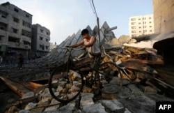 """Жизнь в секторе Газа всегда идет по часам """"военного времени"""""""