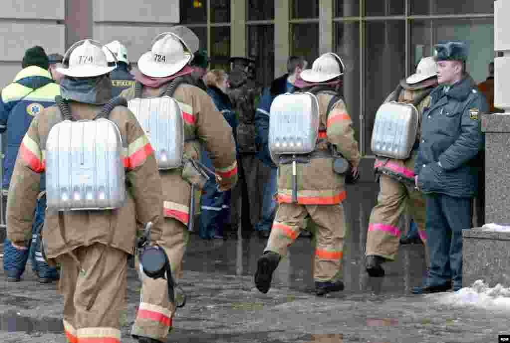 Firefighters enter the Paveletskaya metro station.