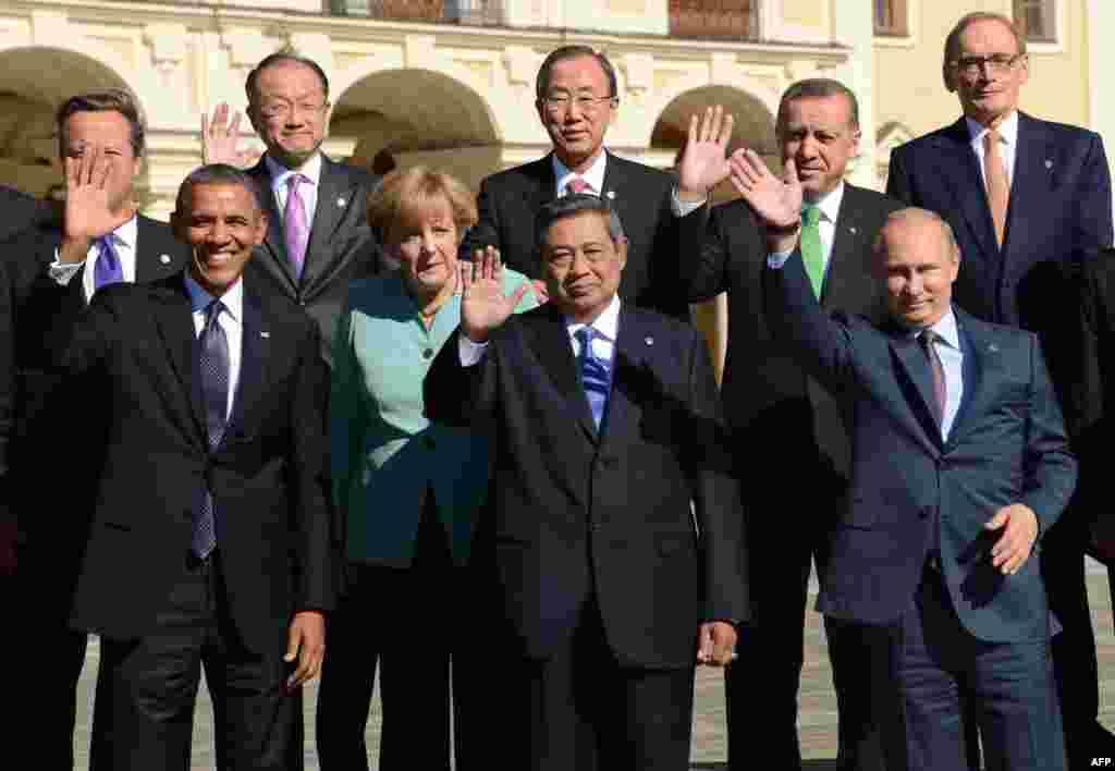 Санкт-Петербургте әлемдік экономиканың 90 пайыз үлесіне ие дамыған және дамушы 20 елдің (G-20) саммиті басталды. Суретте: саммитке қатысушы кейбір елдердің басшылары.