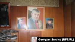 Джиоев отмечает, что, несмотря на бытовую неустроенность и общую усталость населения, кандидатура Кокойты как лидера востребована в обществе