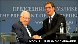 Serbian President Aleksandar Vucic (right) and Israeli President Reuven Rivlin