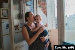 Анна Сергеєва була «заарештована» сепаратистами у себе вдома і провела в полоні шість днів. Як цивільна особа Анна не має права на статус полоненої і не отримує ніякої підтримки від держави. Зараз вона живе в Києві, про свій досвід написала книжку «Щоденник донеччанки/гуцулки»