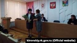 Голова російської адміністрації Кіровського району Олена Янчукова (зліва)