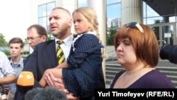 Nadezhda Tolokonnikova's young daughter was among those in front of the Moscow city courtroom on July 9 where the court rejected all three defendants' requests for release ahead of their trial.