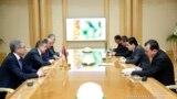 Ermenistanyň premýer-ministri Karen Karapetýan Türkmenistanyň prezidenti Gurbanguly Berdimuhamedow bilen duşuşýar, Aşgabat, 28-nji mart, 2017.