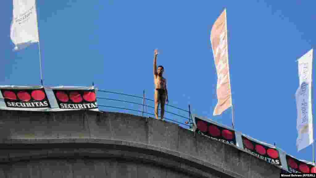 Diver Igor Kazic waves to the crowd...