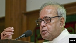 Indian Finance Minister Pranab Mukherjee (file photo)