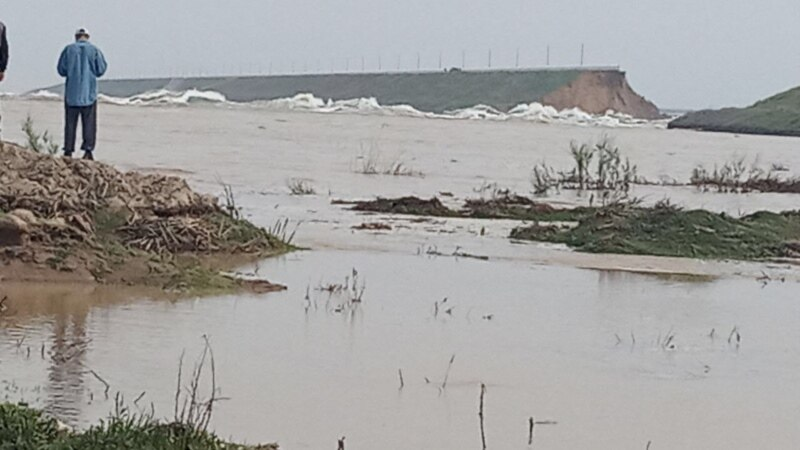 Uzbek Dam Bursts, Forcing Evacuation Of Thousands Of Villagers photo